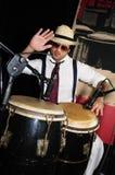 Percussionniste cubain sur le noir Photo libre de droits