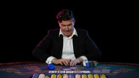 Perda em linha do jogador de pôquer Fim acima vídeos de arquivo