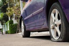 Perdita della gomma di automobile Immagini Stock