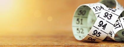 Perdita di peso, dieta - insegna di misurazione del nastro Fotografia Stock