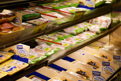Perdue hönaprodukter i en livsmedelsbutik Royaltyfria Bilder