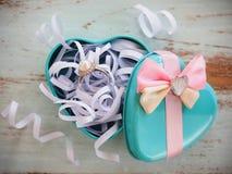Perełkowy diamentowy pierścionek w pudełku Fotografia Stock