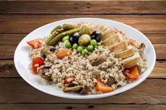 Perełkowy jęczmień z kurczakiem i warzywami obrazy stock