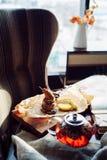 Pere arrostite con formaggio e bacon Immagini Stock