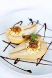 Pere con formaggio cremoso Fotografie Stock Libere da Diritti