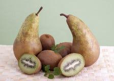 Pere e kiwi. Fotografie Stock Libere da Diritti