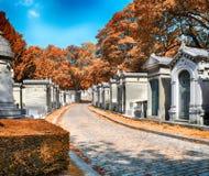 Pere Lachaise cmentarz przy jesienią zdjęcie stock