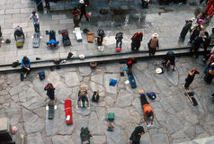 Peregrinos budistas em Lhasa Foto de Stock Royalty Free