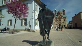 Peregrinos de la estatua en Speyer almacen de metraje de vídeo