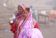 Peregrinos em Varanasi, Índia Imagem de Stock