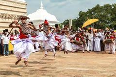 Peregrinos en Anuradhapura, Sri Lanka Foto de archivo