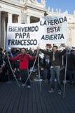 Peregrinos en la masa de papa Francisco Imagen de archivo