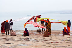 Peregrinos en Varanasi, la India Fotografía de archivo