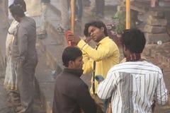 Peregrinos en Varanasi, la India Fotos de archivo libres de regalías