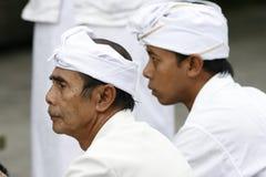 Peregrinos hindúes al templo de Tirta Empul del Balinese Imagen de archivo libre de regalías