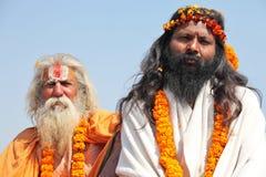 Peregrinos hindúes en el festival religioso de Maha Kumbh Mela Hindu Fotos de archivo libres de regalías