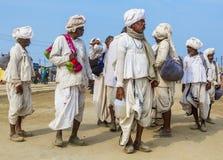 Peregrinos hindúes en el Kumbha Mela, la India fotos de archivo
