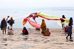 Peregrinos indios en Varanasi, la India Fotografía de archivo