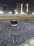 Peregrinos muçulmanos na entrada da mesquita de Haram do Al Fotografia de Stock