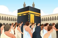 Peregrinos muçulmanos que andam em torno de Kaaba na Meca Imagem de Stock Royalty Free