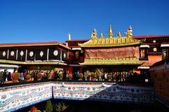 Peregrinos y Jokhang Imágenes de archivo libres de regalías