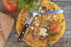 Perejil del tomate del pan y huevos revueltos Imagenes de archivo