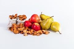 Peren van het stilleven de Droge appelen van het de herfstfruit die op witte bac worden geïsoleerd Stock Afbeelding