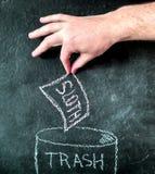 Pereza en el dibujo de la pizarra de la basura Imagen de archivo