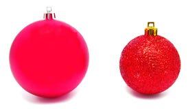 Perfec 2 красных изолированного шарика рождества Стоковые Изображения