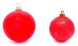 Perfec 2 красных изолированного шарика рождества Стоковое Изображение RF