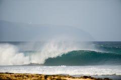 Perfeccione la onda en Oahu Fotos de archivo libres de regalías