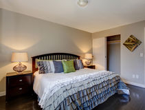 Perfect hardwood bedroom with ruffled bedding. Royalty Free Stock Photos