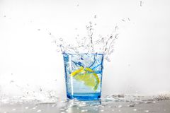 Free Perfect Lemon Splash In A Blue Glass Of Water Stock Photos - 127046563