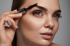 Perfect Makeup Dla Pięknej kobiety Brwi opieka Dla brwi Zdjęcia Stock