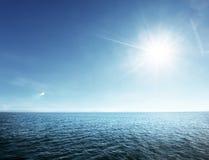Perfect niebo i tropikalny ocean Zdjęcia Royalty Free