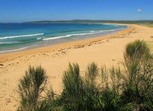 Perfect onaangeroerd natuurlijk strand Royalty-vrije Stock Afbeelding