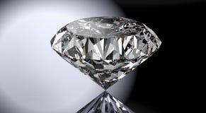 Perfecte die diamant op glanzende achtergrond met het knippen van weg wordt geïsoleerd Royalty-vrije Stock Foto's
