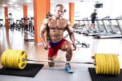 Perfecte lichaams atletische mens royalty-vrije stock fotografie