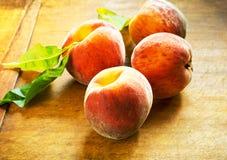 Perfecte rijpe perziken Stock Afbeelding