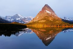 Perfecte Spiegel, Gletsjer Nationaal Park, Montana, de V.S. stock foto's