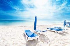 Perfecte tropische van de paradijsstrand/Vakantie vakantieachtergrond w Stock Afbeeldingen