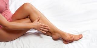 Perfecte vrouwelijke benen royalty-vrije stock afbeeldingen