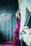 Perfecte Vrouwenmannequin Wearing Evening Gown stock foto's