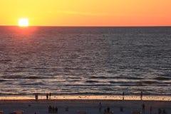 Perfecte Zonsondergang op Oceaan in Golf van Mexico stock foto's