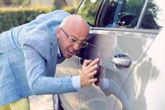 Perfectionist en zijn auto stock afbeelding