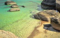 Perfectionnez la baie tropicale sur Nang Yuan Island, Thaïlande Images libres de droits