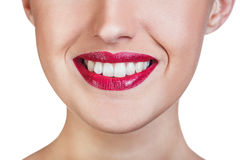 Perfectionnez le sourire avec les dents saines et les lèvres rouges Photographie stock