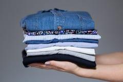 Perfectionnez les vêtements femelles repassés Photos libres de droits
