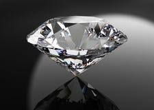 Perfekt diamant som isoleras på svart Royaltyfri Bild