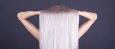 Perfekt grå blondin arkivfoto